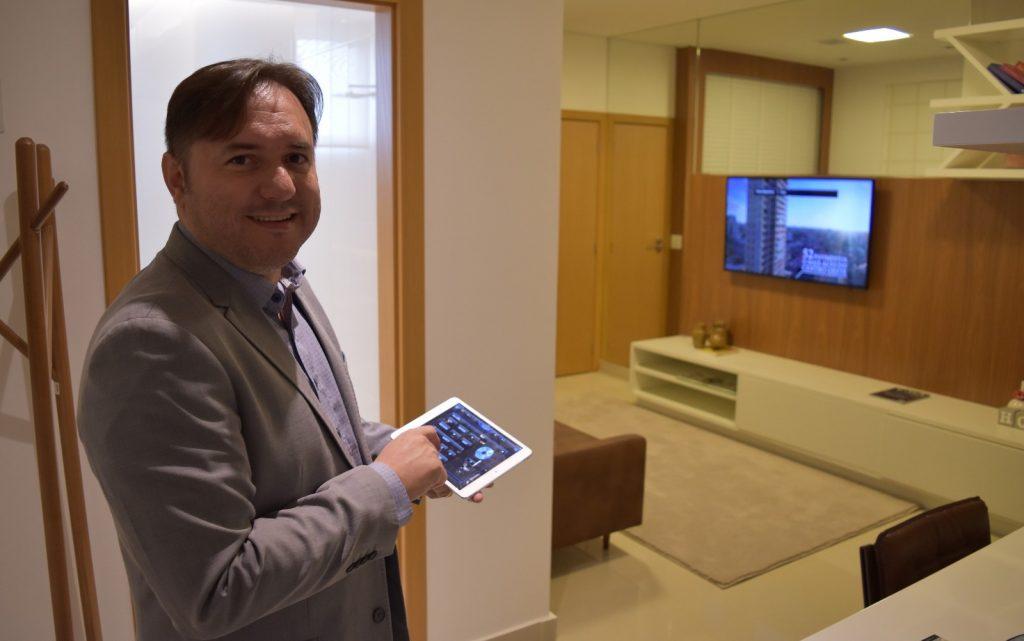 Gileno Oliveira mostra que é possível controlar ambientes a distância